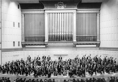 The Boston Symphony Orchestra with music director Erich Leinsdorf at Symphony Hall, Boston.  (Photo credit: BSO Archives)